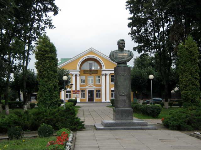 В горках сохранились постройки 19 ст и церковь вознесения